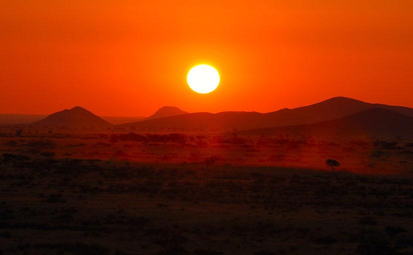 Magnifique coucher de soleil sur le désert du Namib en Namibie