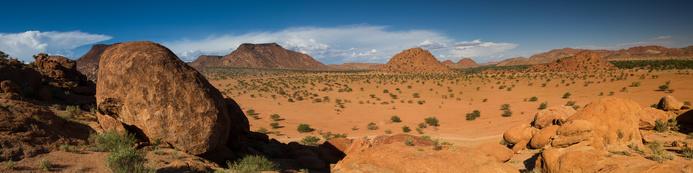 Magnifiques rochers dans le désert du Damaraland en Namibie