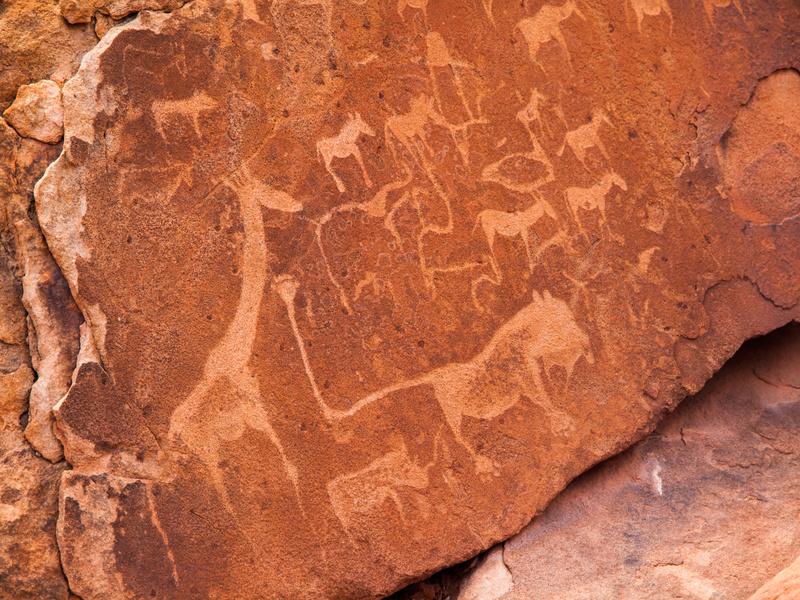 Peintures rupestres africaines avec des animaux à Twyfelfontein en Namibie